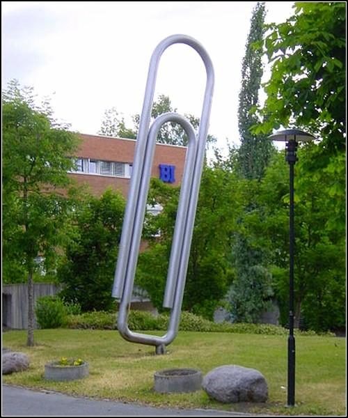 Памятник скрепке в Осло