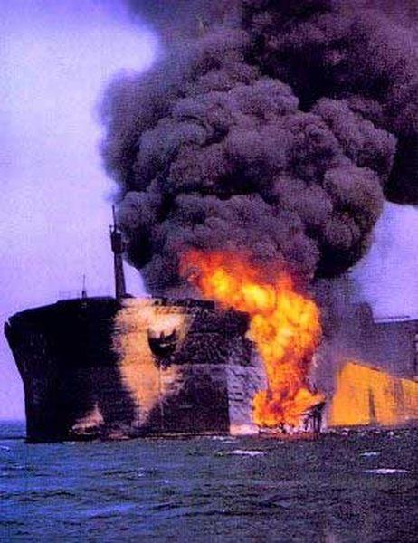Фото разлива нефти в Босфоре