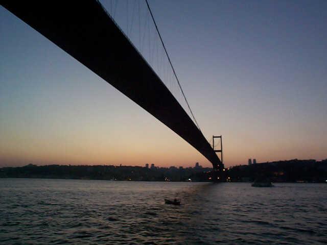 Фото моста над проливом в Босфоре