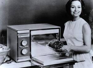 Фото первой серийной микроволновой печи