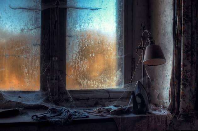Фотография паутины в доме